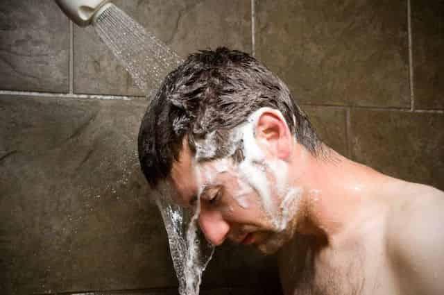 【全世界震撼】コロナの後遺症で抜け毛が3倍になる?