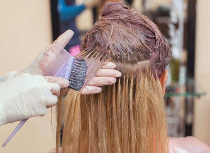 【髪が痛む?】パーマ・ヘアカラーで薄毛になるメカニズム【女性に多いダメージヘア】