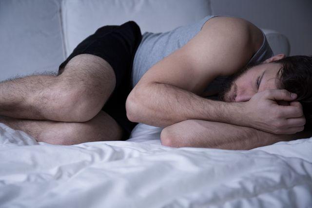 AGA若ハゲの治療 睡眠不足や質の悪い睡眠は髪の成長を止める