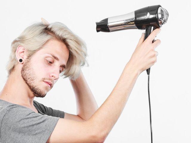 AGA若ハゲの原因 ドライヤーを使った正しい髪の毛の乾かし方を身につける