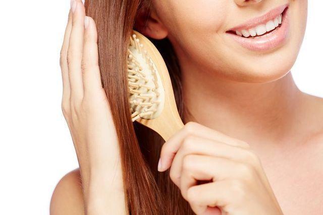 シャンプー STEP1.シャンプーの前にしっかり髪の毛を溶かす