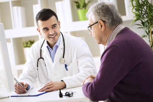 AGA若ハゲの治療 診療科は皮膚科ではなくAGA専門外来がオススメ