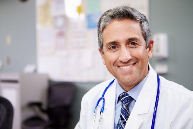 O字ハゲ(頭頂部ハゲ/つむじハゲ) 治療を受けるなら、皮膚科ではなくAGA専門クリニックで