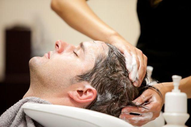 シャンプー シャンプーやドライヤー時に髪が抜けやすい人の特徴