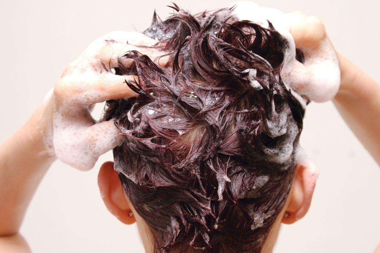 リデン シャンプーでしっかり洗髪する