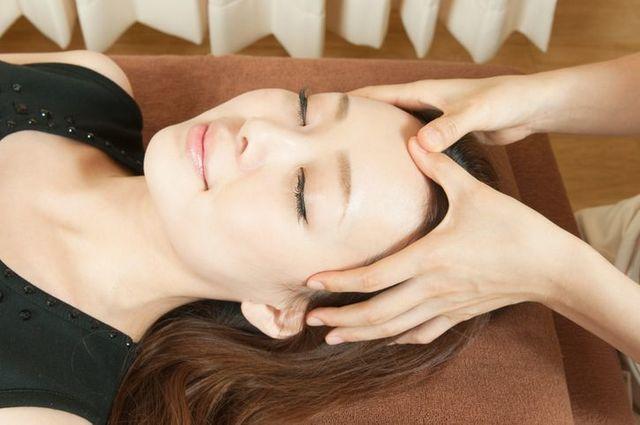 薄毛対策薄毛治療 目と頭皮をマッサージする