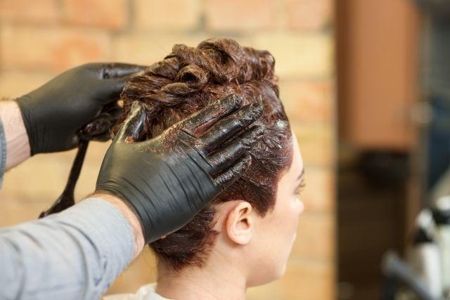円形脱毛症 治療期間中にヘアカラーやパーマをしてもいい?