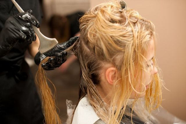 髪型 ヘアカラーパーマはダメージヘアを進行させる?